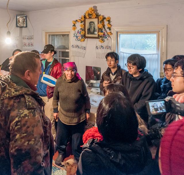 サマショール(自主帰還者)と呼ばれる、事故後強制退去が行われた町や村に、立ち入り禁止であるにもかかわらず戻って住んでいる方々。そのお家も訪問した。
