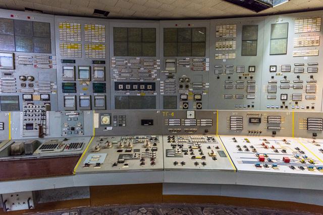 これがチェルノブイリ原発の中央制御室のコントロールパネルです!