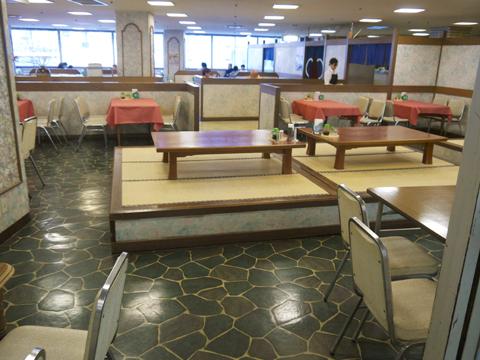 6階ファミリーレストラン