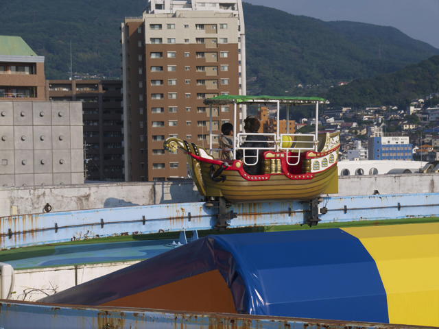 おみくじを見ていたら海賊船が近づいて来た