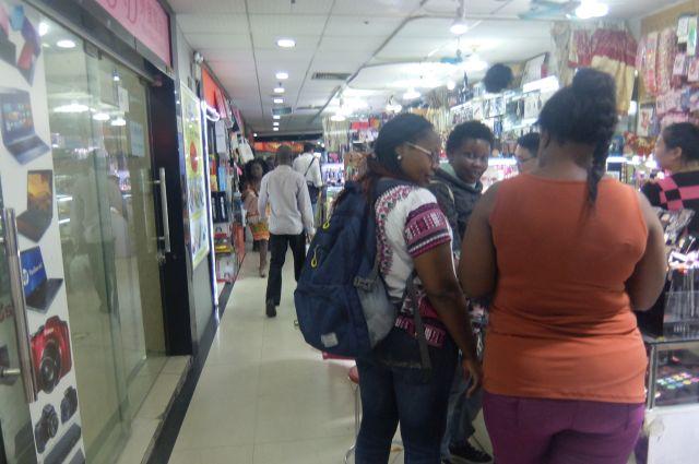 売られるものもアフリカ人向けのものになる