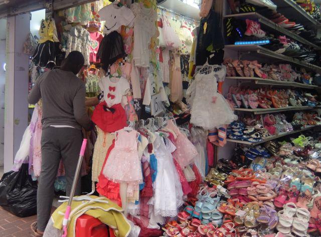 くつや服などのアパレル系の店が多い