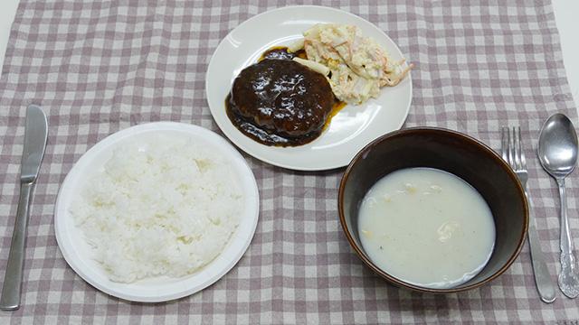 食事をまるごとうるさくして食べてみよう。これはフォークとナイフで洋風定食