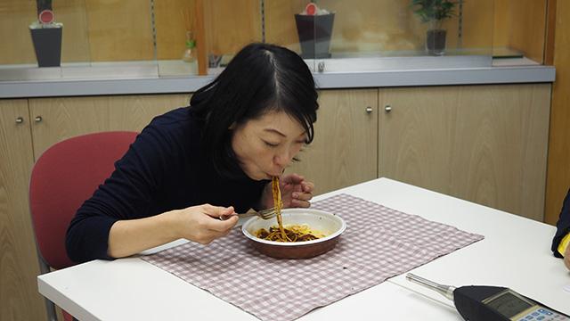 やはりスパゲッティを食べてるとき口の形ではない。ところてんのそれだ!