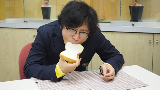 君は食パンをすすり倒したことがあるか? ちがう星やまったくちがった文化から来た人のように一瞬でなれる。