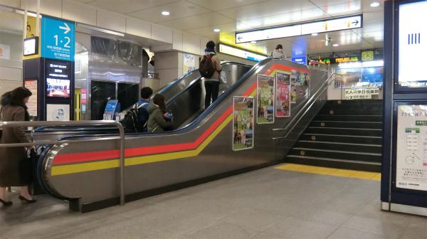 個人的には駅構内にある短すぎるエスカレーターを見ると高円寺に来たなと思う。