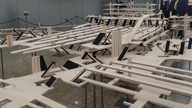 渋谷駅の立体模型の倍以上の板を使用。わかりやすくするため高さは2倍にしている。