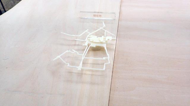 この模型のミニチュア。1/100の模型の中に置かれている1/00の模型なので1万分の1。