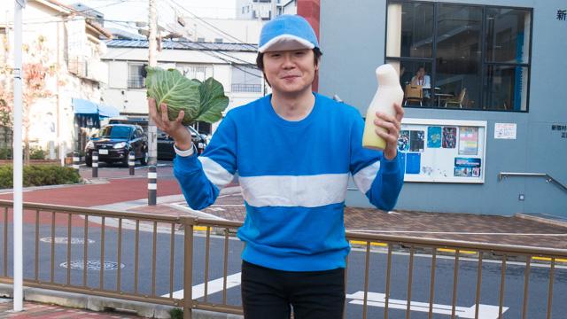 野菜を持つブタゴリラ