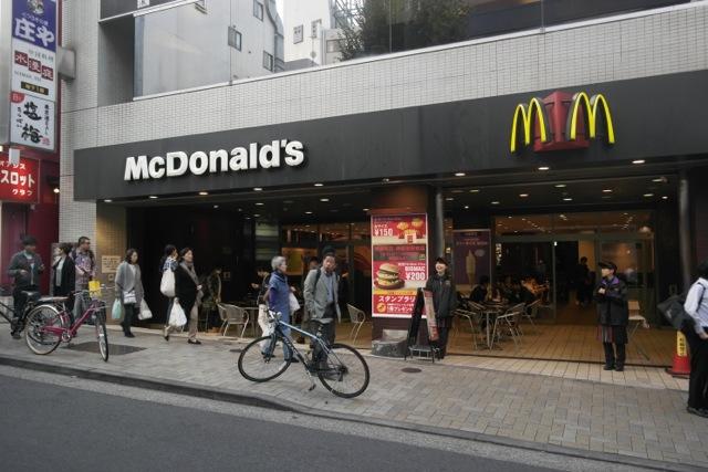 まずは1年前のようす。マクドナルド神楽坂店。