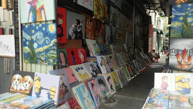 ゴッホっぽい絵、モネっぽい絵にラッセンっぽい絵も。1万人の複製画家が世界で流通する複製画の6割を生産する、中国の油絵村をぶらぶらした。