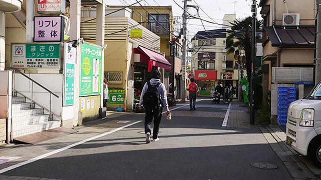 用賀駅から歩いて向かいます!