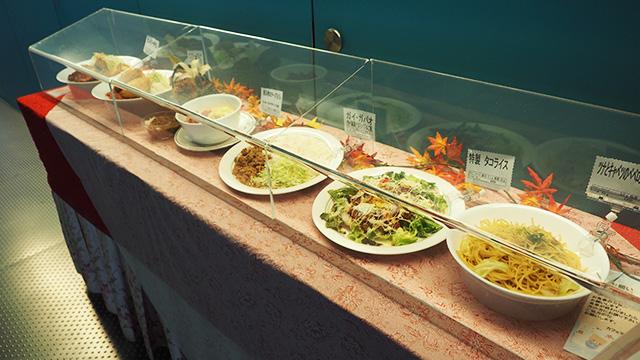 メニューは図らずも洋食がメイン。だいたい4~500円。やっぱ安い! (カレーなどの定番もあり)