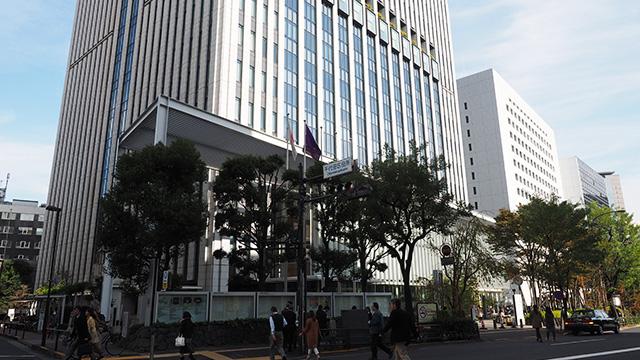 かわりに近くの千代田区役所へ。何度か来てはいるが食堂ははじめて。10階にある。