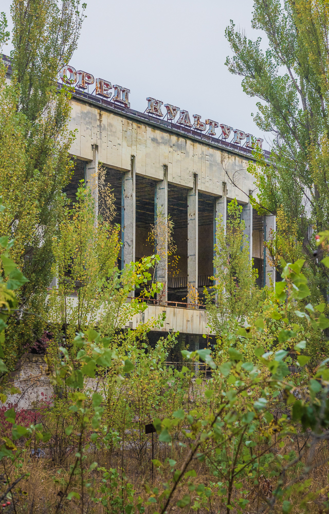 「文化宮殿」という名の建物。キリル文字がまた独特の雰囲気を醸し出している。