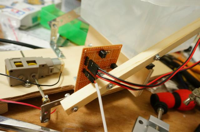 赤外線センサーを使って、振るスピードとピカピカを同期
