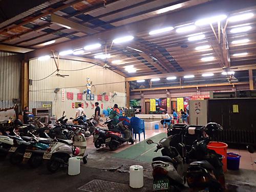 釣り堀といっても屋内型施設で、ゲームセンターが併設されている。