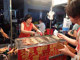 エビを食べるだけなら夜市でいくらでも売ってるよ。