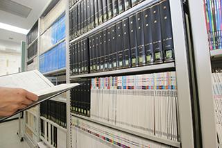 図書館には、「月刊眼鏡」「THE EYES」「眼鏡新聞」など業界誌も多数揃う。