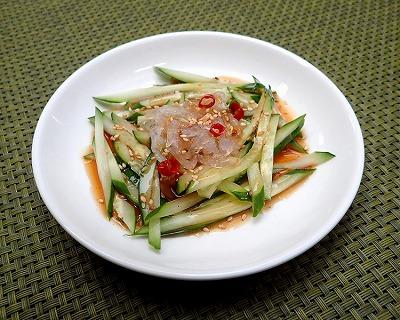 千切りにして調味料やキュウリと和えれば、「ハブクラゲの中華風仕立て」の完成だ。