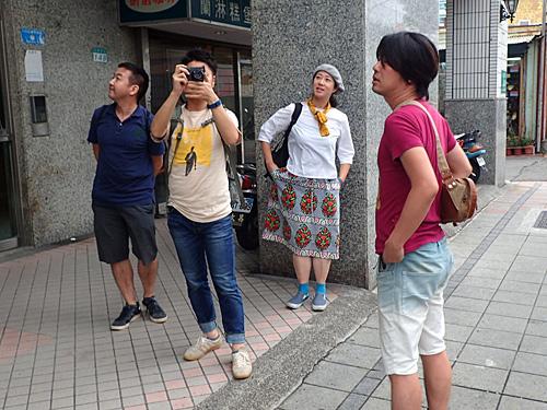 役者、編集者、デザイナー、イラストレーターと様々なプロが揃っているが、ただの観光旅行である。