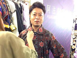 おばあちゃんに連れられて横浜中華街にきた孫っぽい小松さん。
