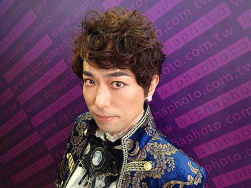 韓流スター風の表情。自分で見てもイラッとするなー。