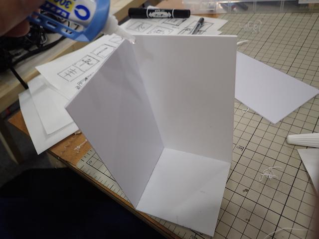 プラ板で立方体を作り…