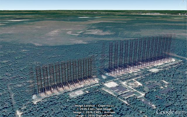 Google Earth で見るとさらにその「まわりに何もなくひたすら平ら!」がよく分かる。そして誰かがていねいにOTHレーダーを3D化していた。