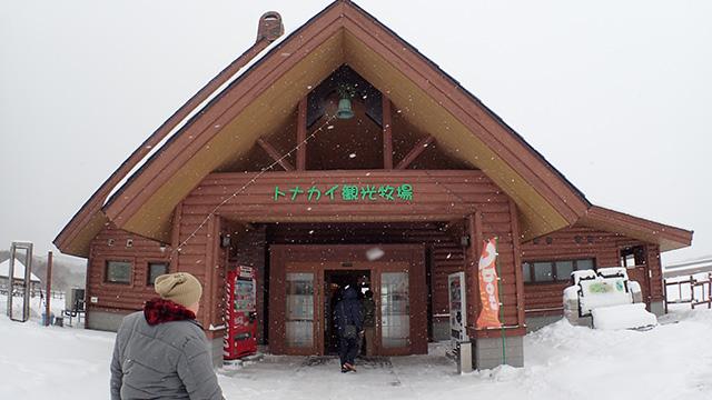 入口だけ見ると観光地ですが。
