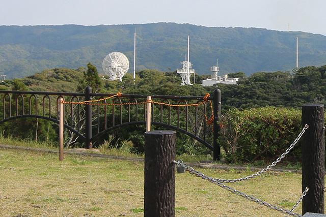 打ち上げ後のロケットをレーダーで追跡する施設も宇宙ヶ丘にある。パラボラかっこいい。