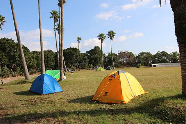 キャンプ場にはバイクツーリングの人や家族連れ、外国人の方などいろいろな人が野営中。