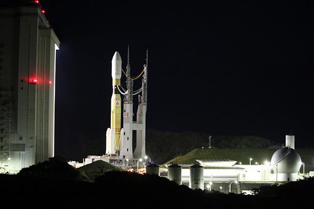 そもそもVABが巨大建造物なので、対比させてもロケットの大きさがピンとこない。