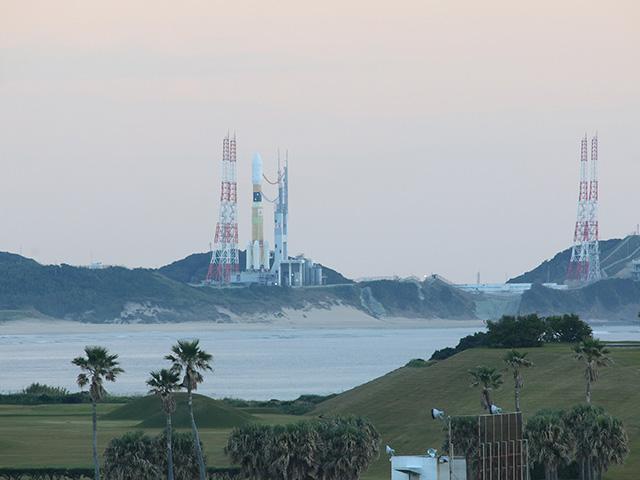 改めて、ひな壇から待機中のロケットを撮影。緊張感高まる。