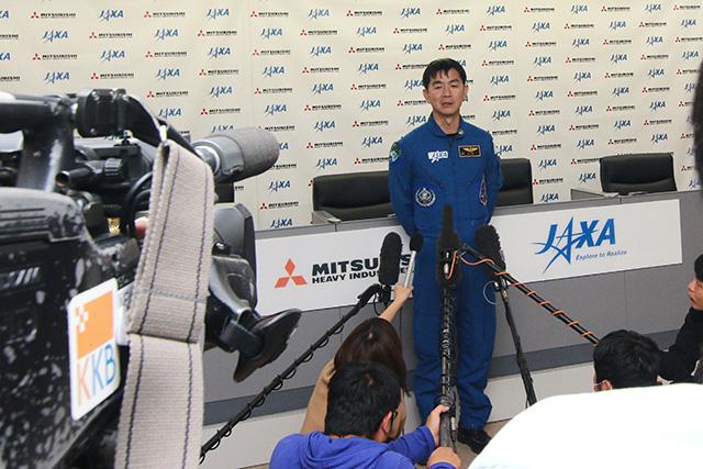打ち上げは成功から一時間後ぐらいに宇宙飛行士の油井さんが記者会見していたけど、それ見ながらまだ脳内で「うわー」って言ってた。