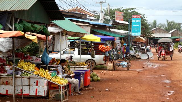 バスの車窓から眺めたカンボジアの日常を紹介します
