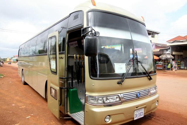 空港から市内のホテルはもちろん、プレアヴィヒアまで大型バスで行けるようになっている