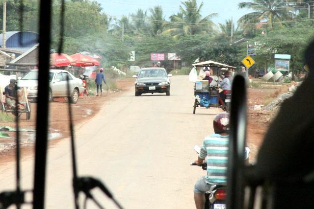 道路は当たり前のように舗装されており、もはや車が通る度に砂埃が立つこともない