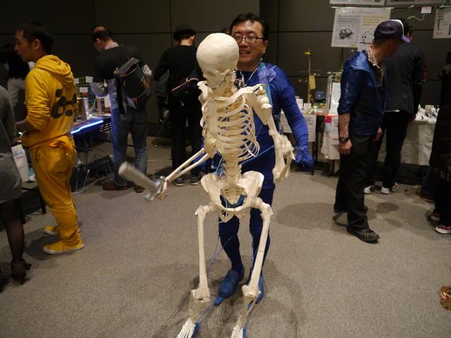 そこらじゅうを歩き回っていたガイコツ。作品名は「前骨格ロボット」でかっこいい。(create_clockさん)