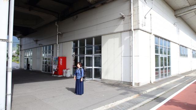 朝、滋賀県北西の近江舞子に降り立った。夏場は海水浴客で賑わうが、シーズンオフの今は閑散としていた。駅周辺はホントに何もない。
