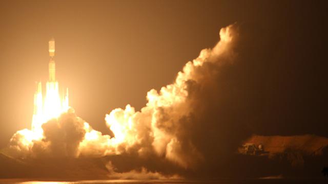 太陽かという明かり、ドゥオォという噴出音にバリバリという振動。種子島でみたロケット打上の尊さを語ります。ビューポイントも紹介。