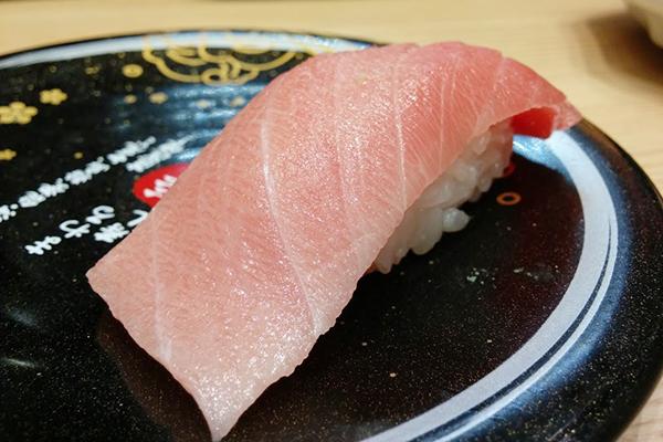 「魚の美味しい所は回転寿司まで美味い」という都市伝説的ロマン、調べてみたら上記のとおりでした。ロマンにまどわされないタイプの記事。