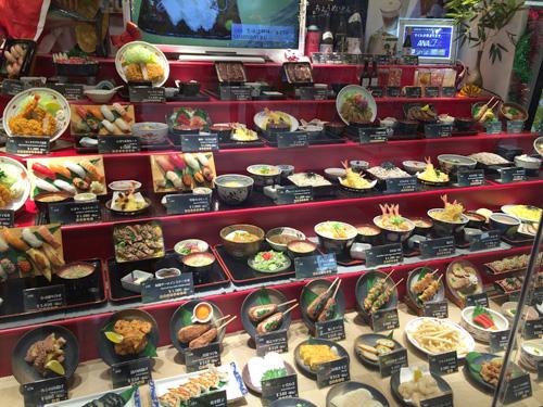 とはいえ、レストランのひな壇からここまで「和食」がせまりくるは国際空港ならではか