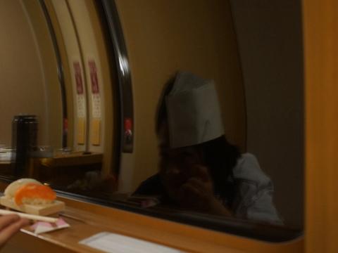 (あまりに帽子が伸びて映るので、ものすごく低姿勢になってみた。なぜ私はこんなに背中を丸めなければならないのかと思って、やめた)
