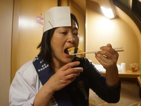 暑さと忙しさと酒酔いと列車酔いで汗ダルマになって最後は好きに食べた。