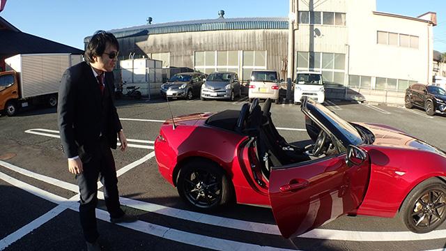 寒さで動きがままならない西村さん。