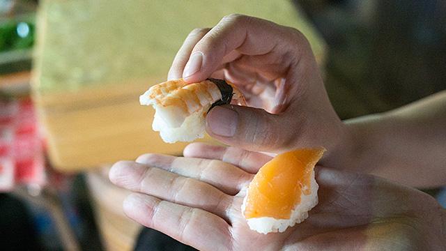 写真だと分かりにくいけど全体的に二回りくらい小さい(追加で作ってくれた海老とサーモン。ちゃんと寿司ぽいのがあってよかった)