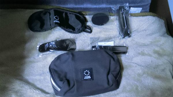 そして、アイマスク、耳栓だけでなく、くつべら、くしなどもついている。豪華だ!
