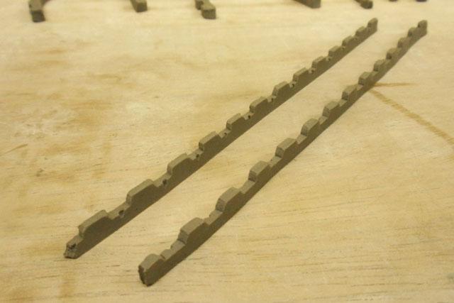 履帯の方は側面を作って形を決めてから、