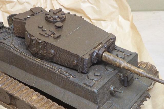 表を見ると、どの戦車も私が想像する陶器を超えている。プラモよりも重厚感があり(実際にずっしりと重い)、戦車というモチーフにはピッタリの素材である